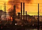 Несколько нефтехранилищ были повреждены во время пожара